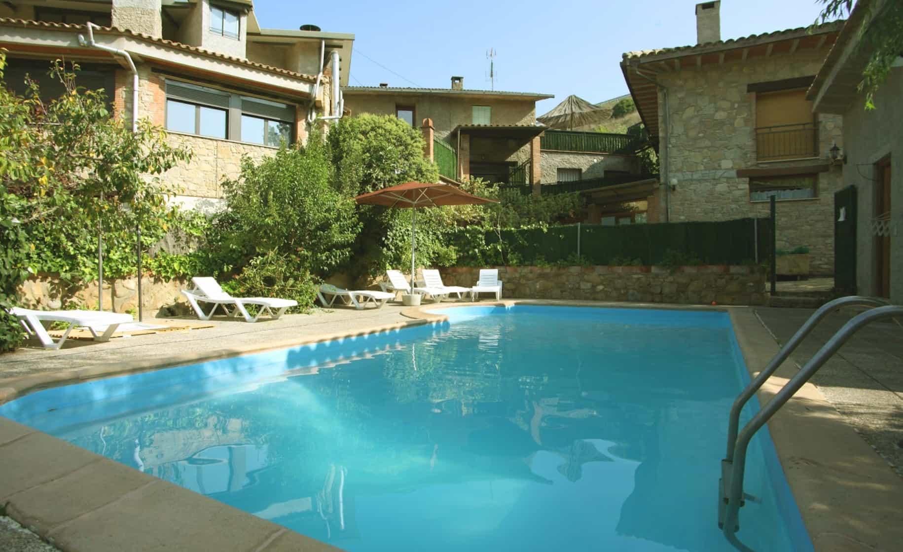Masia de turisme rural i restaurant amb piscina